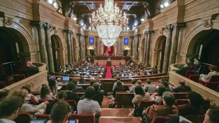 """El Parlamento reivindica al """"referéndum de autodeterminación"""" y a Puigdemont"""