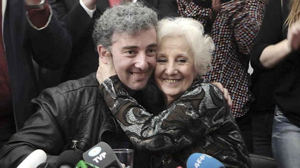 Estela de Carlotto y su nieto Ignacio Montoya Carlotto.