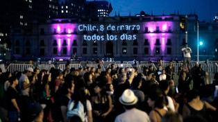 Chile conmemora el Día Internacional de la Mujer con marchas y clima tenso