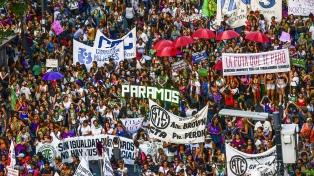 Agrupaciones feministas exigieron a las centrales sindicales que llamen a un paro
