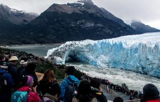Se inició el proceso natural que deriva periódicamente en la ruptura del glaciar Perito Moreno