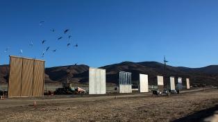 Trump viaja a California para ver ocho prototipos de muro para la frontera
