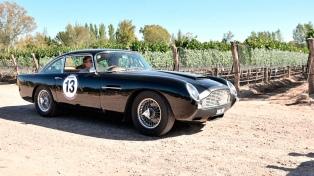 """Autos clásicos y y antiguos en el """"Rally de las Bodegas"""""""