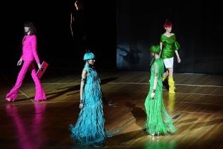 Con un inspirado desfile en homenaje a Cardin, Gaultier cerró su visita a  Buenos Aires