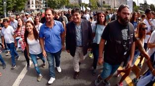 Recién salidos de Ezeiza, Zannini y D'Elía marcharon a Plaza de Mayo