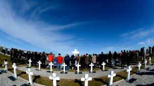 Emoción y expectativa entre los familiares de caídos que viajan por primera vez a Malvinas
