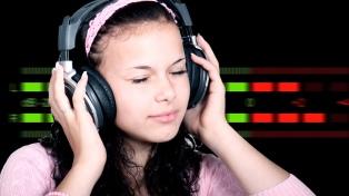 Difundieron recomendaciones para evitar la pérdida de audición por el uso de auriculares