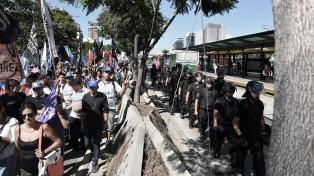 """""""Polentazo"""" frente a las oficinas del FMI y marcha a Desarrollo Social"""
