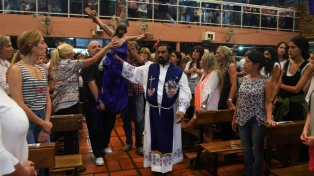 Decenas de miles de fieles acudieron al Vía Crucis con el Padre Ignacio