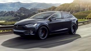 Los autos Tesla podrán manejarse desde el celular