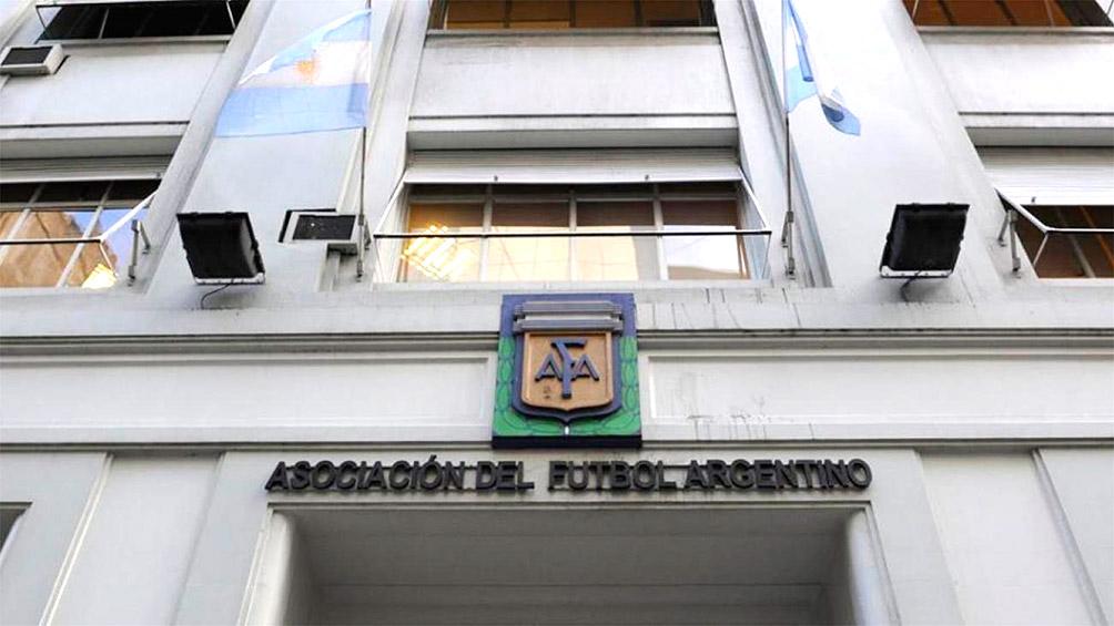Allanamientos en la AFA y clubes: investigan evasión en la transferencia de jugadores