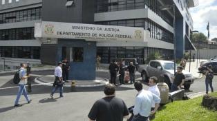 Fanáticos de Moro y Bolsonaro se insultaron frente a la cárcel de Lula