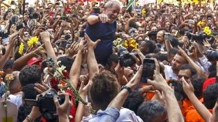 Lula dice estar feliz con las encuestas y reclama a la Corte que trate su caso