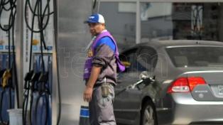 El precio en dólares del combustible argentino es el segundo más barato de la región