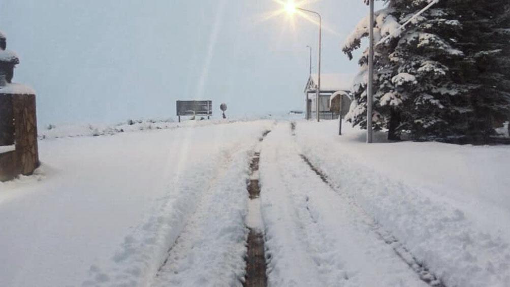 El paso internacional permanecerá cerrado debido a acumulación de hielo en la ruta nacional 242 de Chile.