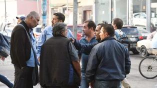 Buscan testigos para identificar a los autores del crimen  y sigue el paro