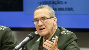 """El jefe del Ejército pidió no ser indiferente """"a las amenazas a la democracia"""""""