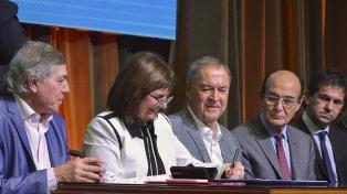 Bullrich firmó un plan de seguridad con el gobernador Schiaretti