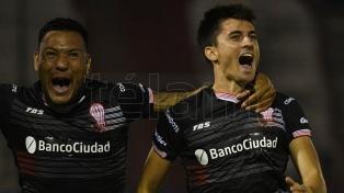 Huracán le ganó a Atlético Tucumán y dio un paso más para jugar la Libertadores