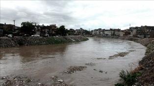 Las fuertes lluvias causan 100 muertos y miles de desplazados