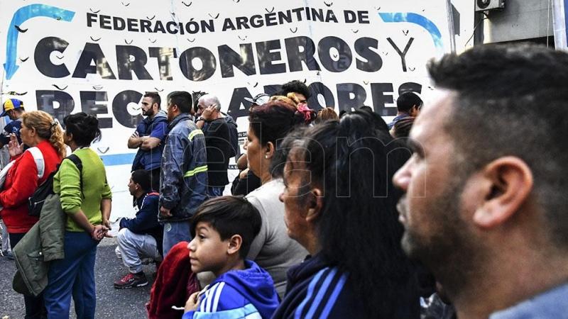 Cartoneros marcharon en reclamo de paritarias - Télam - Agencia ...
