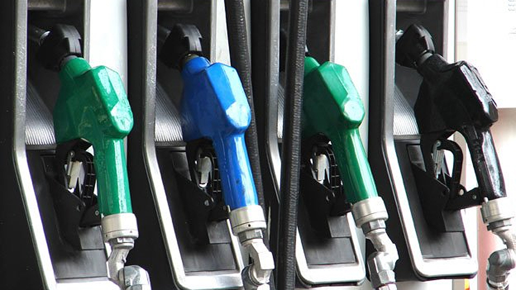 El Gobierno vuelve a diferir el incremento de impuestos a los combustibles