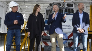 Macri reiteró que buscará recuperar el ferrocarril, al reinaugurar un taller desactivado en 2011