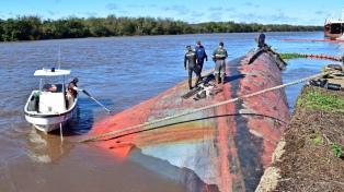 Un buque que estaba abandonado en Concepción del Uruguay terminó de hundirse