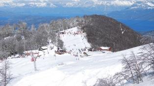 Centro de esqui de Villa La Angostura planeja ampliar a temporada após maior nevada do ano