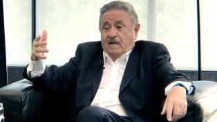 """El ex presidente Duhalde dijo que los argentinos """"tenemos que amigarnos"""", porque """"así es muy difícil salir"""""""