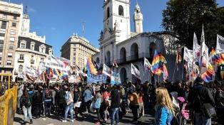 Marcha en demanda de empleo, aumento a jubilados y contra la suba de tarifas