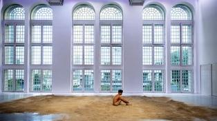 """""""En el umbral"""", una obra monumental del inglés Roger Hiorns, se inaugura en el Faena Arts Center"""