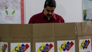 Según el oficialismo, Maduro fue reelecto por amplio margen