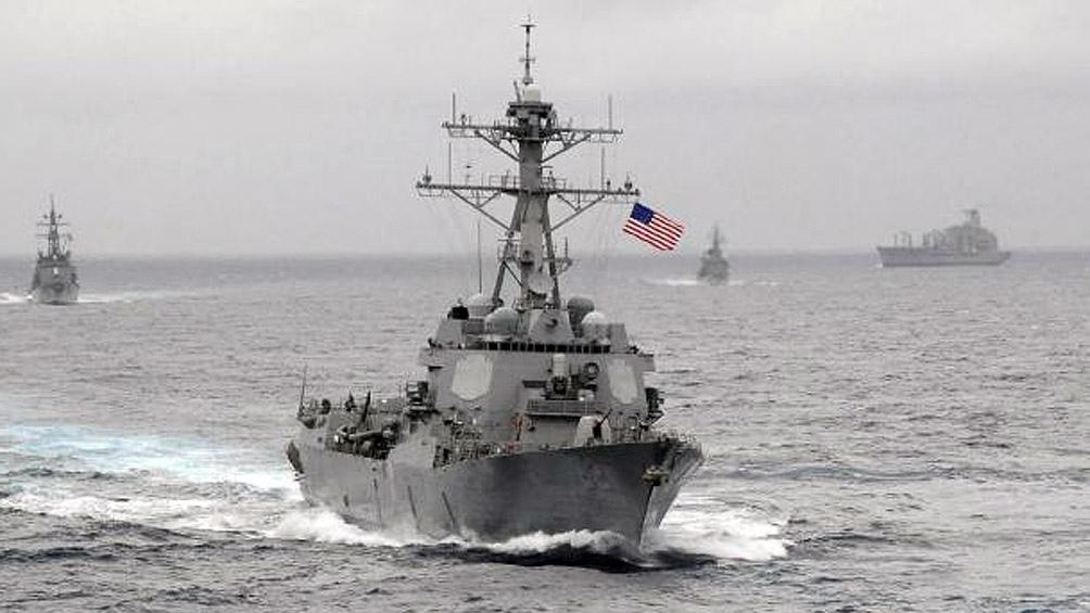 La Armada de Estados Unidos hicieron disparos de advertencia contra barcos de la Guardia Revolucionaria Islámica