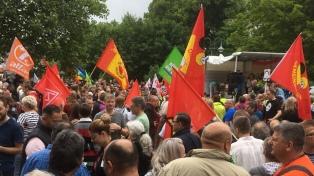 Multitudinaria marcha contra una concentración de neonazis