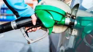 Afirman que postergar parte del impuesto a los combustibles ayudará a recuperar la demanda