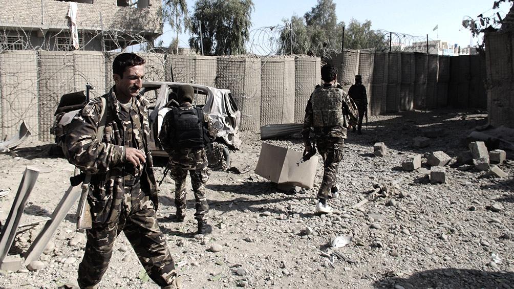 Los militares afganos se han desplegado para defender varias ciudades bajo asedio talibán