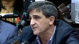 Yedlin criticó a la oposición por no apoyar el DNU que modifica la Ley de Vacunas