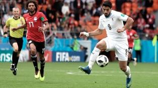 Uruguay derrotó a Egipto con un agónico gol