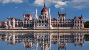 El Parlamento húngaro levanta el estado de emergencia y suspende los superpoderes del premier