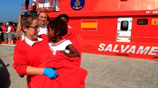 Rescatan a casi 800 inmigrantes que intentaban llegar a la costa