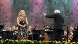 Tras 16 años, el británico Simon Rattle se despide hoy como director de la Filarmónica de Berlín