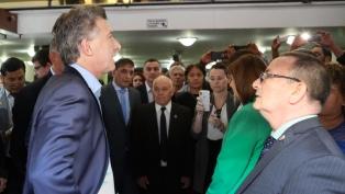 Macri visitó la sede de Gendarmería atacada con bombas molotov