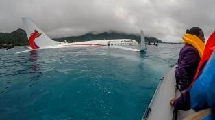 Un avión se hundió en una laguna, pero los pasajeros resultaron ilesos