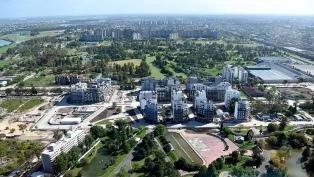 Los atletas del equipo Argentino ingresan a la Villa Olímpica