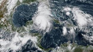 Cierran oficinas públicas ante la proximidad del huracán Michael