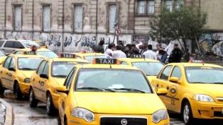Taxistas de Córdoba marcharon para pedir por la ley que prohíbe a Uber