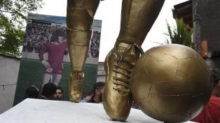 Inauguraron una estatua y un mural en La Paternal en homenaje a Diego Maradona