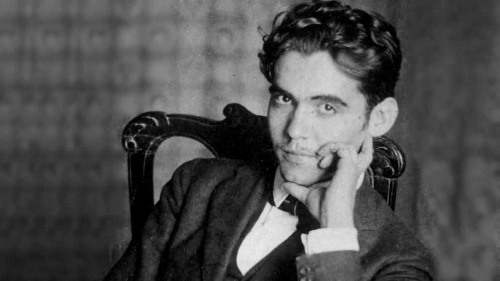 Los primeros documentos son de 1909, cuando el poeta inicia sus estudios de bachillerato, y alcanzan hasta 1936.