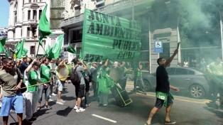 Movilización de ATE a la secretaría de Trabajo frente a una negociación paritaria